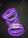 Petit bracelet aux couleurs masculin féminin à 3 €, pour véhiculer notre image et faire connaitre notre association à prix doux...